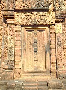 Khmer architecture wikipedia this blind door at banteay srei is flanked by colonettes above the door is a lintel above which is a tympanum with a scene from the mahabharata malvernweather Choice Image
