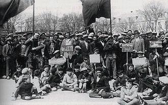 Confédération générale du travail unitaire - Demonstration of CGTU construction workers, Concarneau, 1929