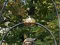 Copper crown above the Bust of Ladislas the Posthumous by Péter Gáspár in Komárno.jpg
