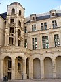 Cour du Château de Chambord.jpg