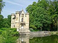 Coye-la-Forêt (60), château de la Reine Blanche.jpg