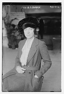 Cynthia Burke Roche (10 April 1884 – 8 December 1966) in 1918 at the New York City Flower show.jpg