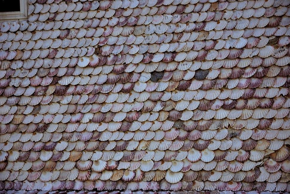Détail de la couverture du toit de l'église de la Toja