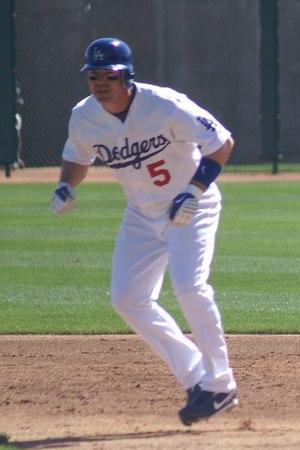 Mark Loretta - Loretta with the Los Angeles Dodgers in 2009