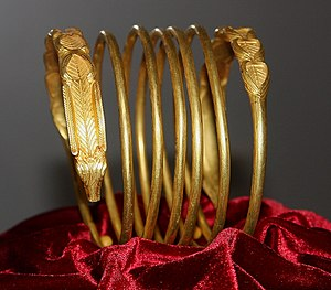 Dacian bracelets - Image: Dacian Gold Bracelet at the National Museum of Romanian History 2011 5