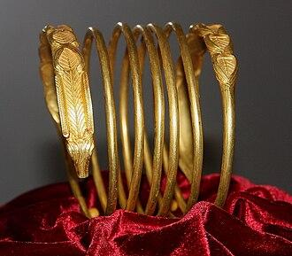 Dacian bracelets - Image: Dacian Gold Bracelet at the National Museum of Romanian History 2011 5