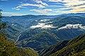 Dal bordo del precipizio, la Val Trebbia - panoramio.jpg