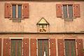 Dambach-la-Ville, détail de la façade de l'hôtel de ville.jpg