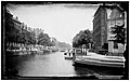 De Herengracht gezien vanaf de Vierheemskinderensluis (Brug 28) over de Leidsegracht naar de Beulingstraat en de Vingboonsbrug ( Brug 26) tussen de Huidenstraat en de Wijde Heisteeg.jpg