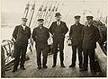 De fem som gikk til Sydpolen ved ankomsten til Hobart, Tasmania, mars 1912.jpg