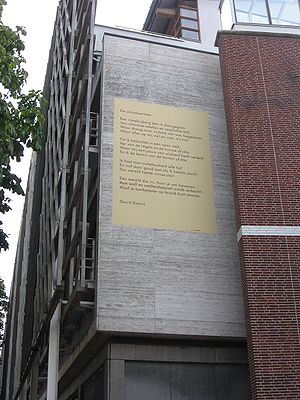 "Gerrit Komrij - Komrij's ""Schoolverlater"" displayed in Leiden."