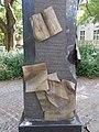 Denkmal der Ungarischen Revolution von 1956, Blätter Papier, 2021 Csongrád.jpg