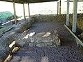 Dettagli dei resti dell'edificio arcaico.jpg