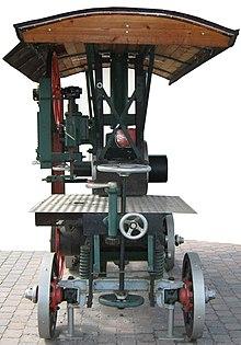 Deutz-Motor-Bandsäge 1911 v.jpg