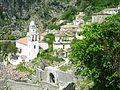 Dhërmi, Moderní kostel ve staré čtvrti.jpg
