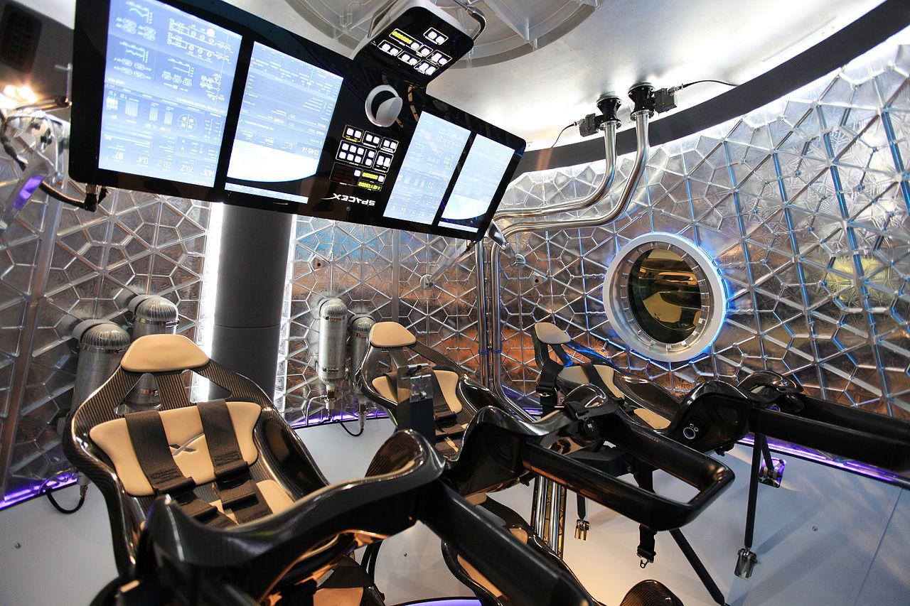 File:Dragon V2 unveiling, interior (KSC-2014-2730).jpg ...
