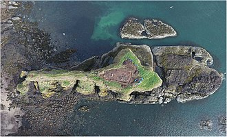 Dunnicaer - Aerial photo of fort excavation (north is to the top right)