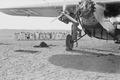 ETH-BIB-Flugzeug in der Wüste-Nordafrikaflug 1932-LBS MH02-13-0218.tif