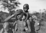 ETH-BIB-Kikujumutter mit ihren Kindern-Kilimanjaroflug 1929-30-LBS MH02-07-0035.tif