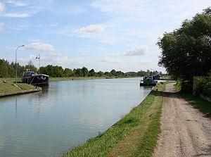 Canal latéral à l'Aisne - Image: Ecluse Berry au Bac 150808 03