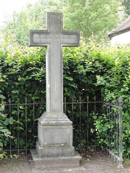 Emberménil (M-et-M) croix tombale de l'abbé Grégoire, translaté de Paris