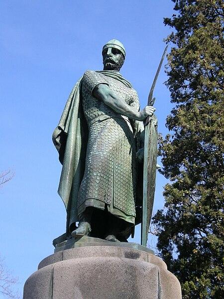 Ficheiro:Estátua de Dom Afonso Henriques na Colina Sagrada 01.jpg