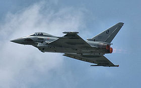 Un Eurofighter Typhoon, appartenente all'Aeronautica Militare italiana, in volo.
