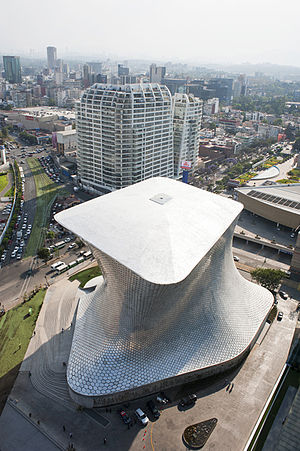 Nuevo Polanco - Museo Soumaya Plaza Carso. Behind, Grand Polanco apartment complex