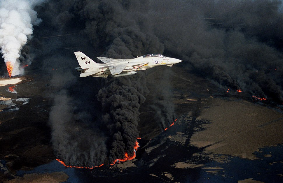F-14A VF-114 over burning Kuwaiti oil well 1991.JPEG