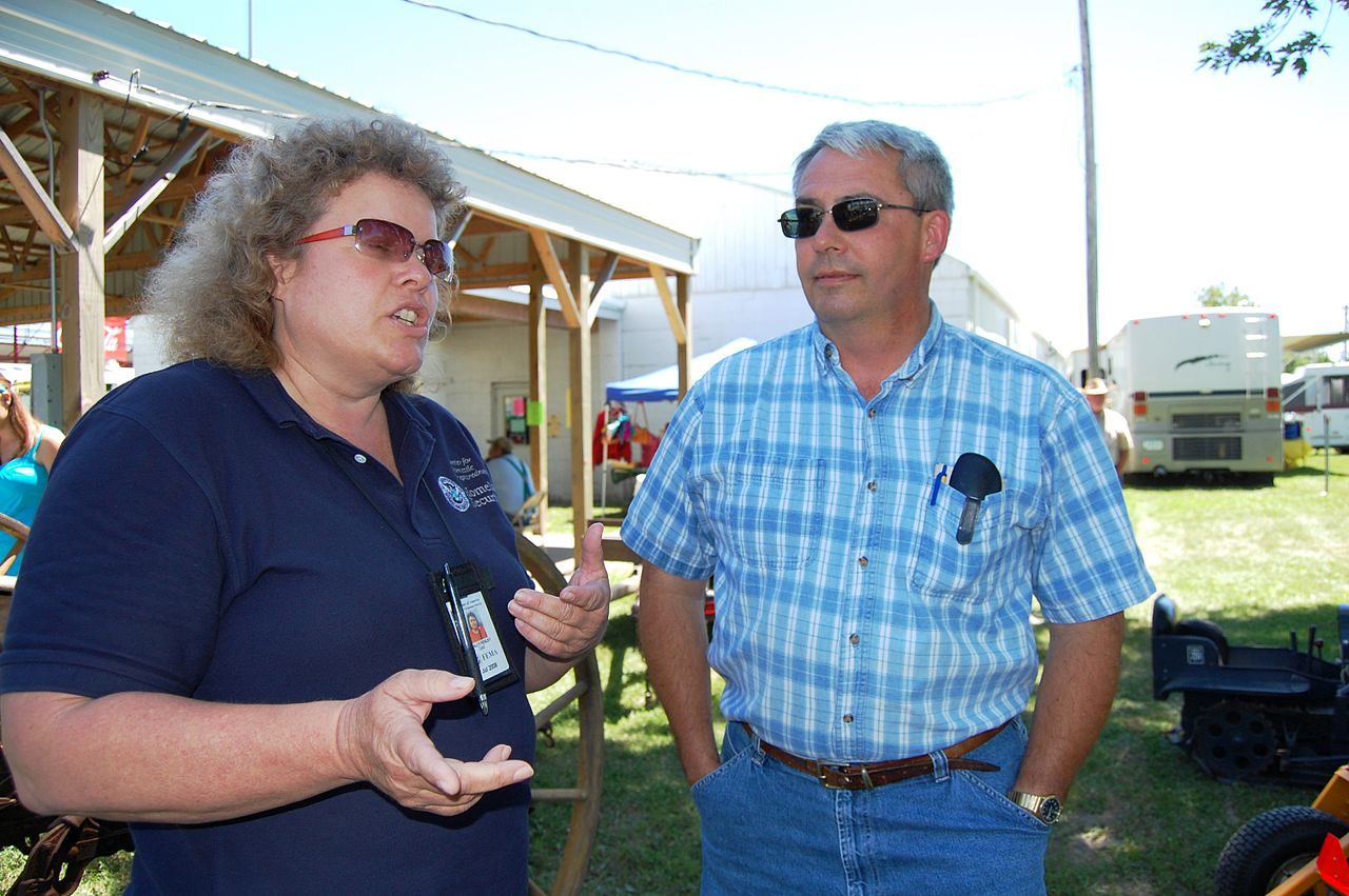 Corning (IA) United States  City pictures : FEMA 37287 FEMA worker speaks with a resident in Iowa ...