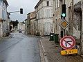 FR 17 Nancras - Feu tricolore, panneaux AB6 et B2b, panonceau.jpg
