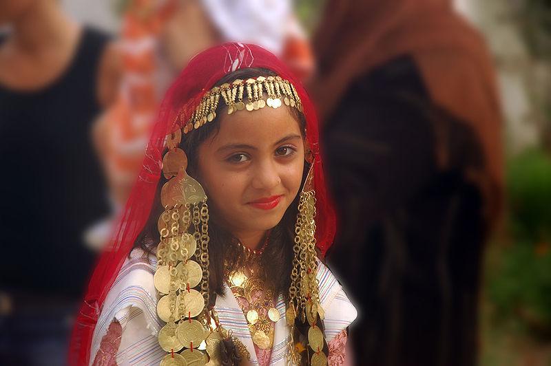 File:Fille mariage Djerba.jpg