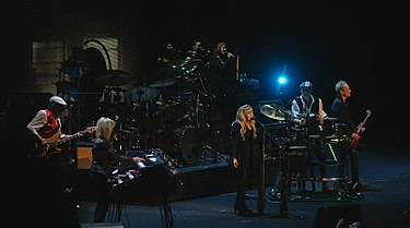 Fleetwood Mac performing Sacramento, California in 2014 Fleetwood Mac November 2014.jpg