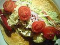Flickr - cyclonebill - Tortilla med kylling, guacamole, peberfrugt, agurk, rødløg, tomat, ost og salsa.jpg