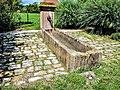Fontaine-abreuvoir, près de la chapelle. Eguenigue.jpg