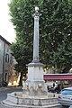 Fontaine Colonne Riez 2.jpg