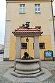 Fontanna Bazyliszka przy Ratuszu w Żarach.jpg