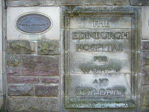 Bruntsfield Hospital - Plaque and tablet on the hospital building