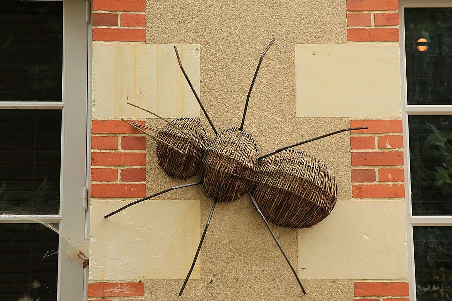 Wicker ant on the walls of the basketry village of Villaines-les-Rochers