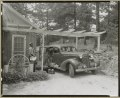 Frances B. Johnston's car and Huntley (Ruff) at the Wheel Inn, Morganton, N.C. LCCN2011648404.tif