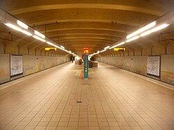 Frankfurt am Main- U-Bahnhof Alte Oper- auf Bahnsteig- Richtung Enkheim 21.11.2009.jpg