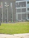 Fredericton - Drapeaux a l'Assemble legislative du NB.JPG