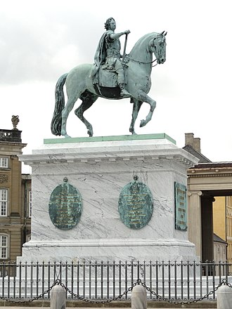 Frederik V on Horseback - Image: Frederik V statue in Amalienborg Palace DSC07145