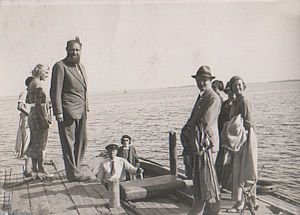 Peter Freuchen - Peter Freuchen  with guests at Enehøje  on Nakskov Fjord