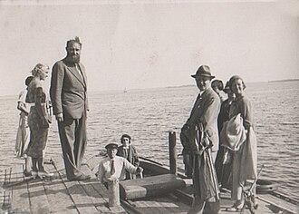 Peter Freuchen - Peter Freuchen  with guests at Enehøje  on Nakskov Fjord