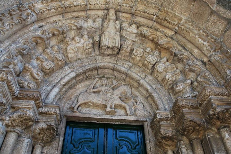 Fronton d'église dans le Rias Baixas