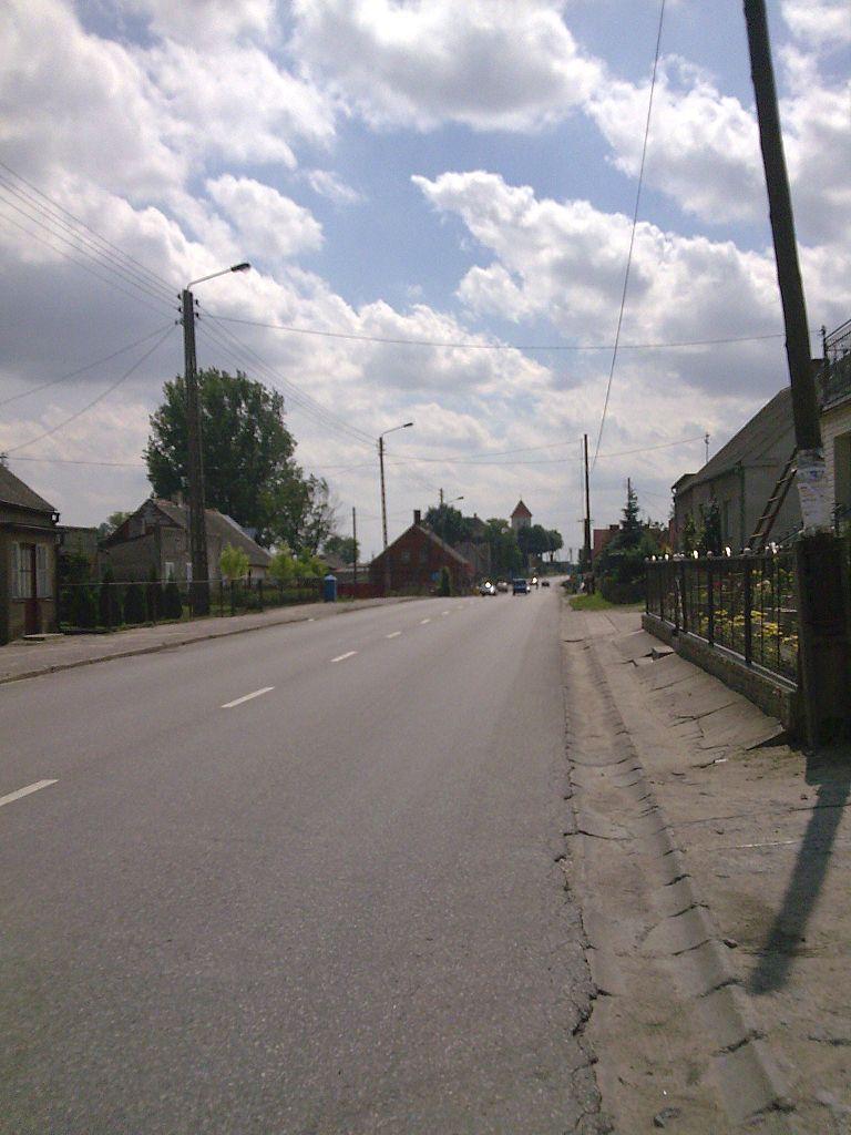 768px-G%C5%82%C3%B3wna_ulica_przelotowa_w_Bobowie_-_panoramio.jpg