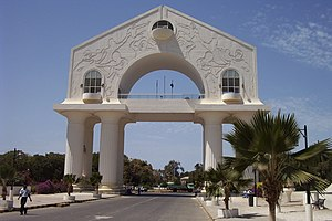 Deutsch: Arch 22, Triumphbogen in Banjul, Gamb...