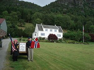 Gene Amdahl - Gene and his wife, Marian, in front of the main house at Amdahl, Norway