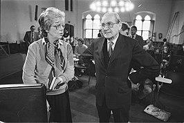 Len Rempt-Halmmans de Jongh in gesprek met getuige Albert Winsemius in 1984 (Enquetecommissie RSV)